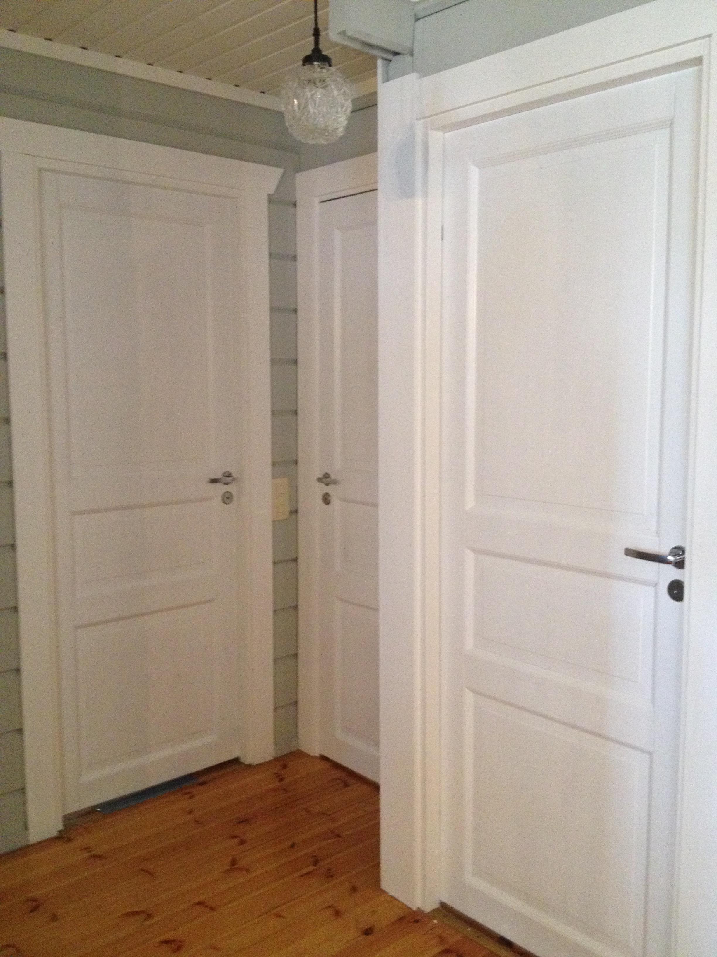 Myös ovet maalattiin tyyliin sopiviksi
