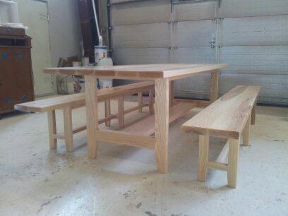 Saarninen pöytä ja penkit