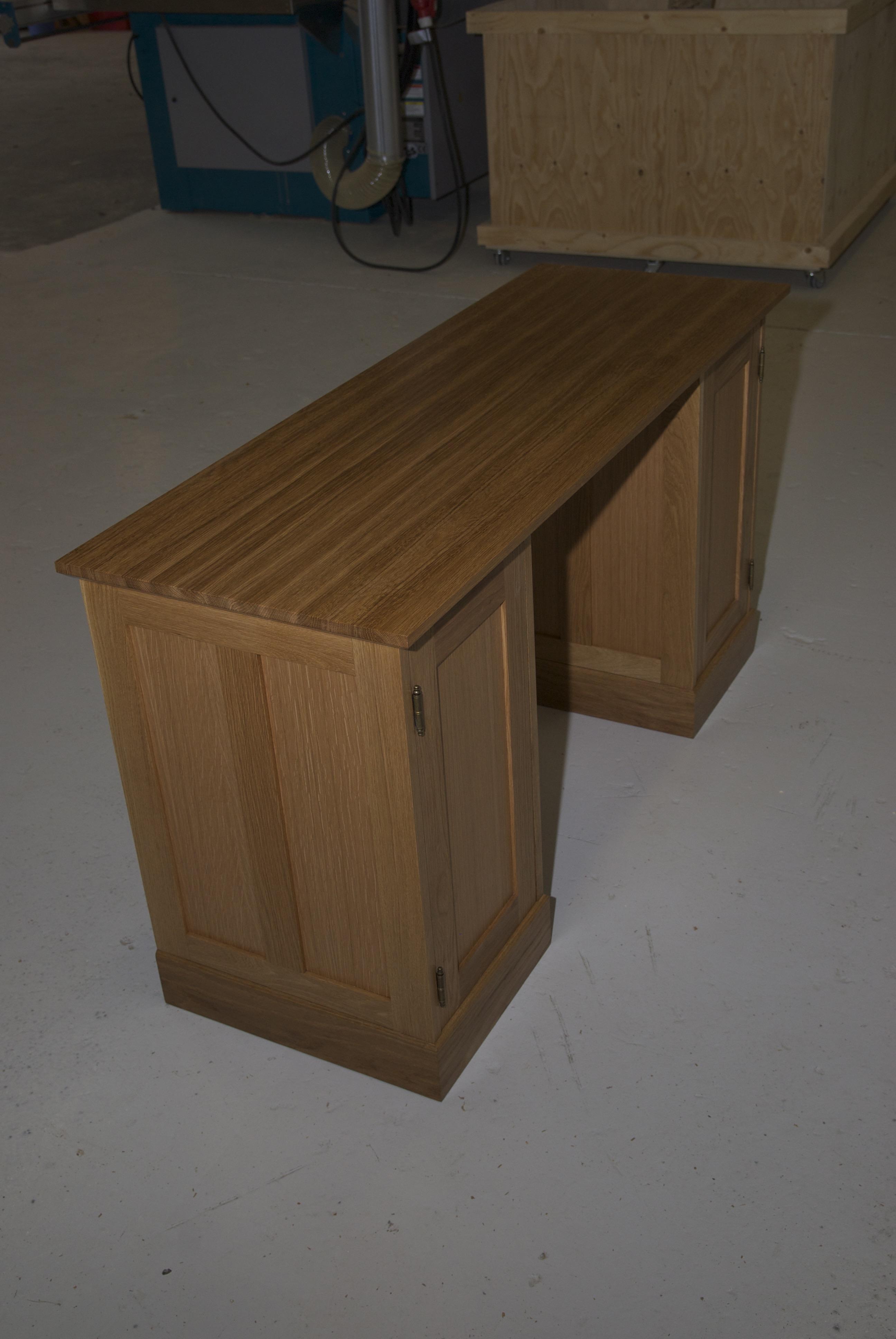 Kirjoituspöytä tammesta
