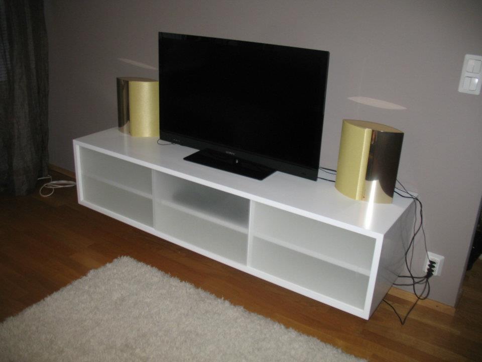 Valkoinen tv-taso
